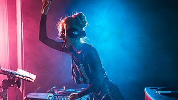 Да оцелеем по празниците с музика!