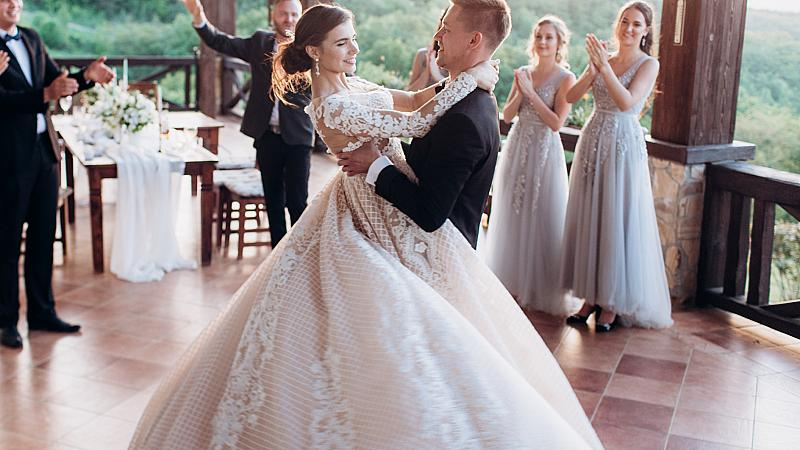75% от браковете се разпадат заради избора на тази песен за първи сватбен танц
