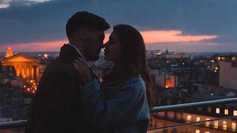 Обиколка на нощен Париж: 20 романтични кадъра заснети под звездното небе