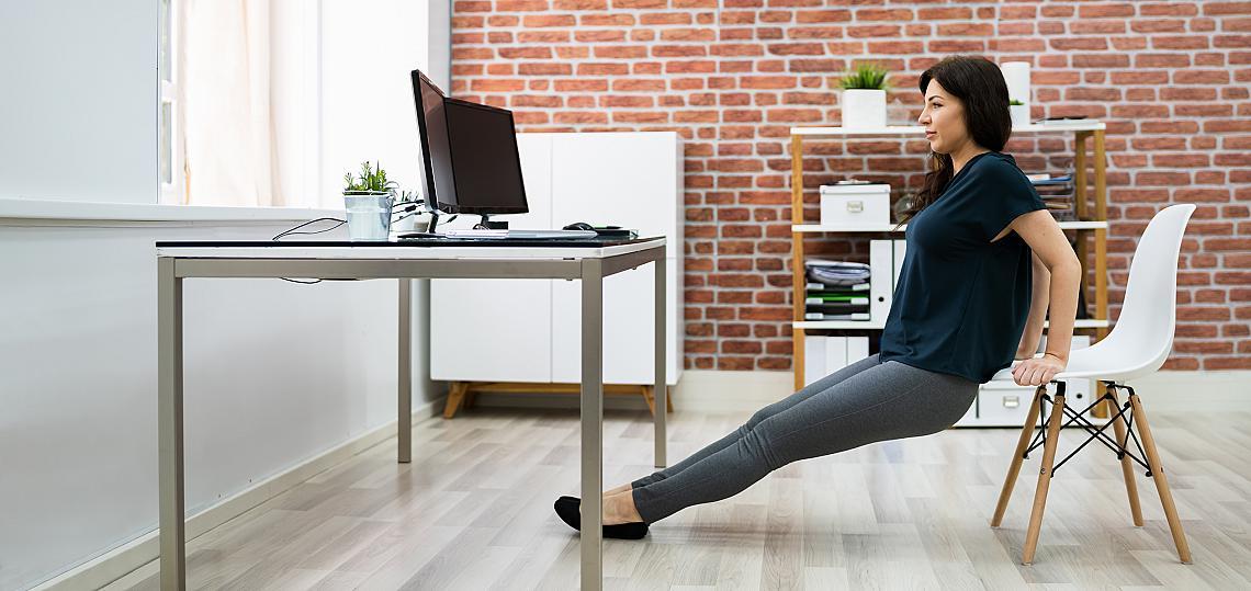 <p><strong><em>Кофички</em></strong></p><p>Загрейте раменете и раменния пояс, преди да пристъпите към изпълнение. Стремете се да не клатите тялото си вляво и вдясно и дръжте гръбнака максимално изпънат. За да натоварите трицепса пълноценно, разположете ръцете на или до ширината на раменете.</p><ul><li>3 серии х 15 повторения</li></ul>
