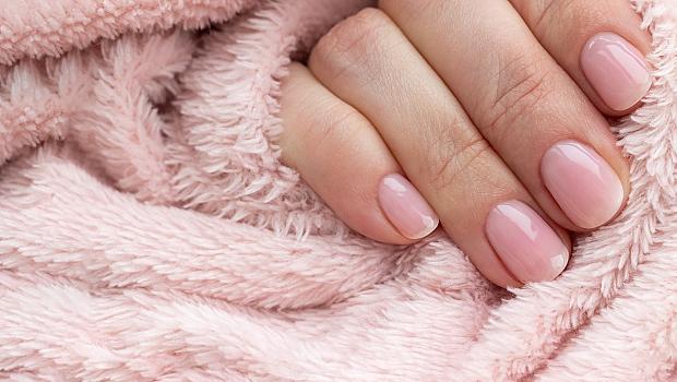 Как да избелите ноктите след ярък маникюр у дома