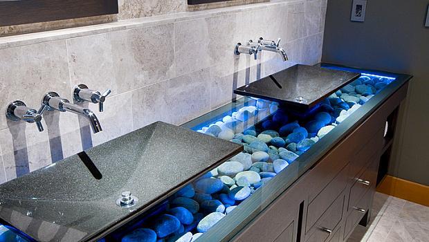Хитри идеи как да освежите банята с морско синьо