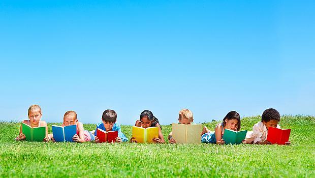 Как да накарате децата си да четат книги през лятото?