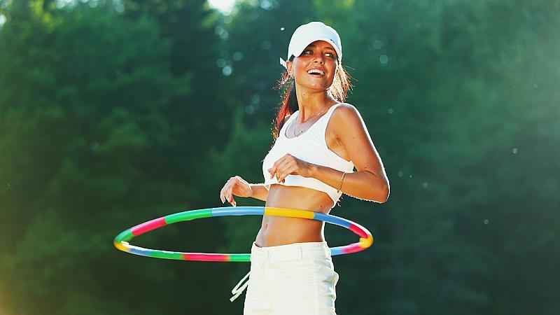Какво ще се случи с тялото ви, ако въртите обръч всеки ден