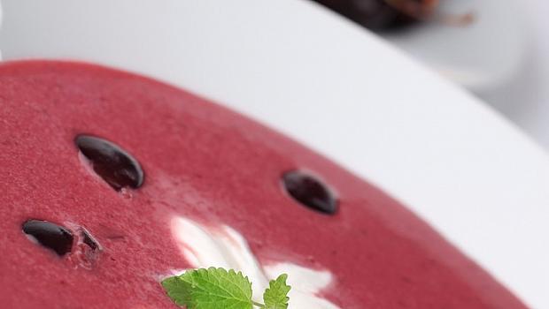 Неделно вдъхновение: сладка черешова супа с крем шантили