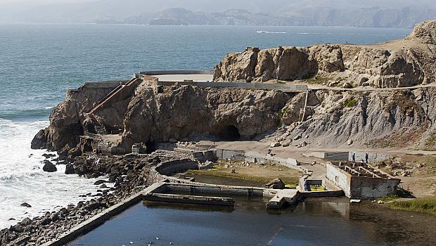 Когато сте в Сан Франциско: Голдън Гейт Бридж vs. баните Сутро