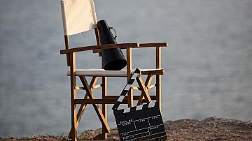 На кино в двореца... край морето