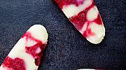 Десерти с летни плодове: Кокосов йогурт на клечка