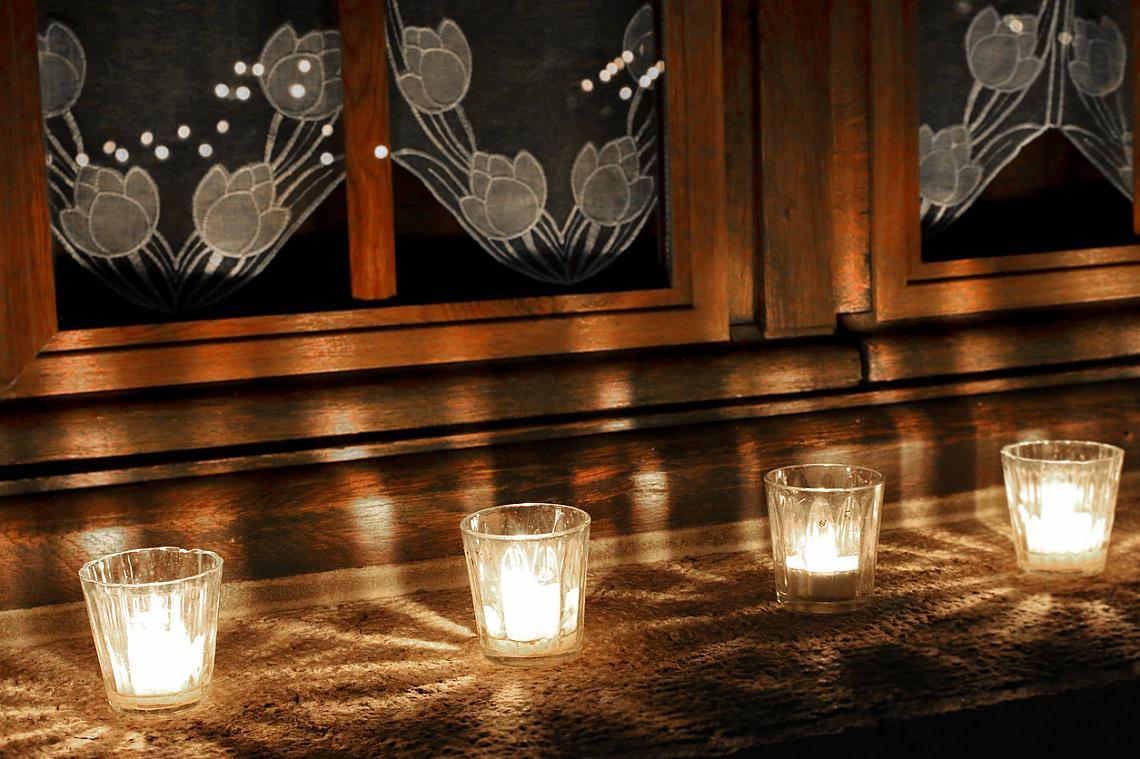 Нощта на свещите се провежда винаги във вторник, две седмици преди Коледа.