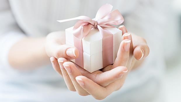 Подарък според стила: красиви изкушения за романтични момичета