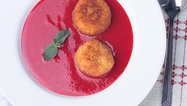 Сладостта на сезона: ягодова супа с аранчини