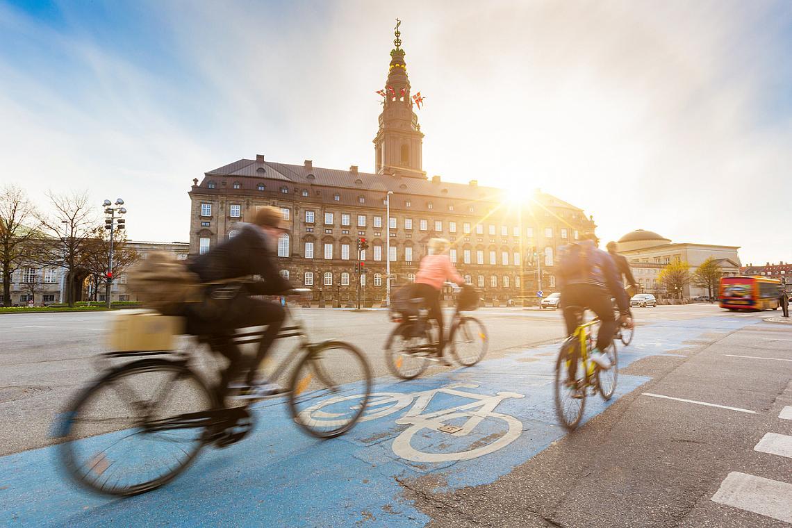 Велоалеите в Копенхаген са в изобилие и спомагат безпроблемно жителите на града да имат възможност за перфектен и здравословен начин за предвижване до всяка една точка на града.