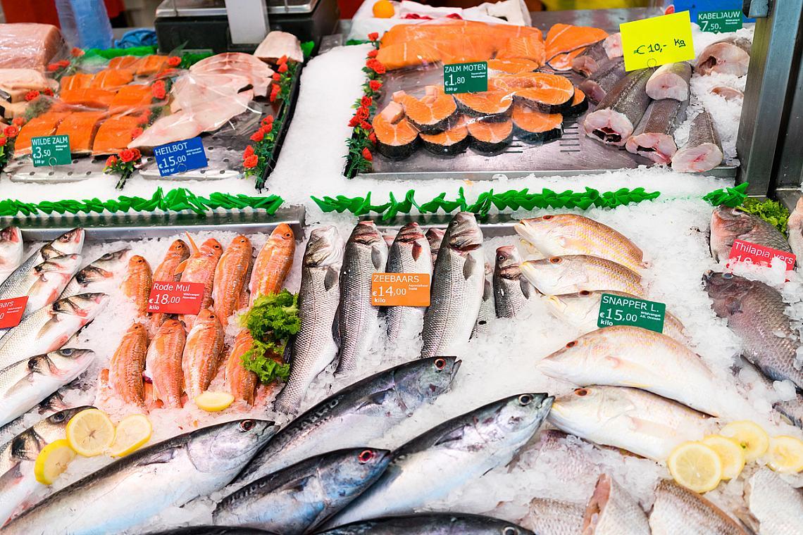 Както Копенхаген, така и Амстердам е стратегически пристанищен град, който дава възможност на жителите си да имат огромен избор от месни и чуждестранни храни и продукти.
