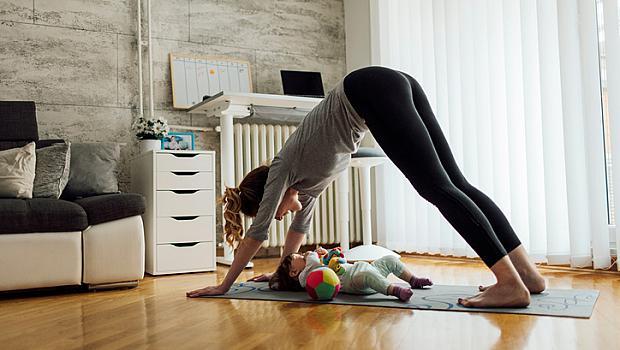 Упражнения с бебе у дома