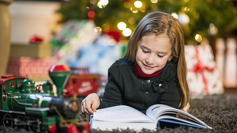 Книгите, с които да зарадвате детето си за Коледа