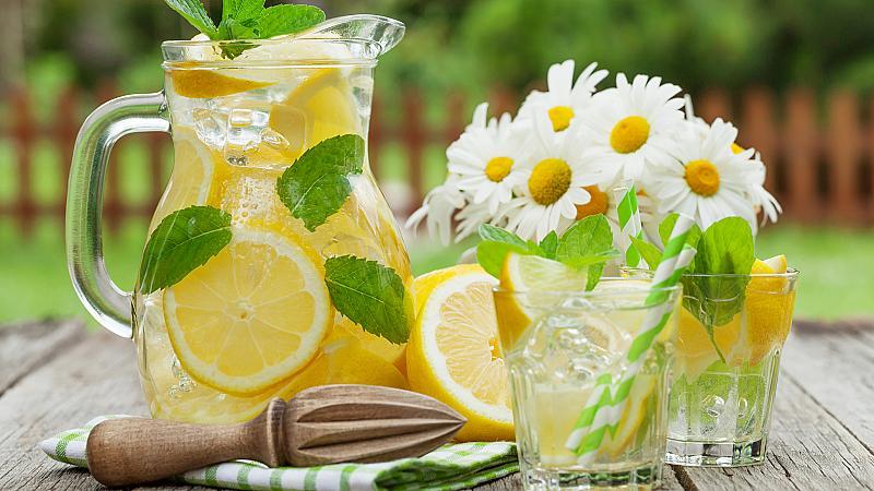 Не, водата с лимон не ускорява метаболизма