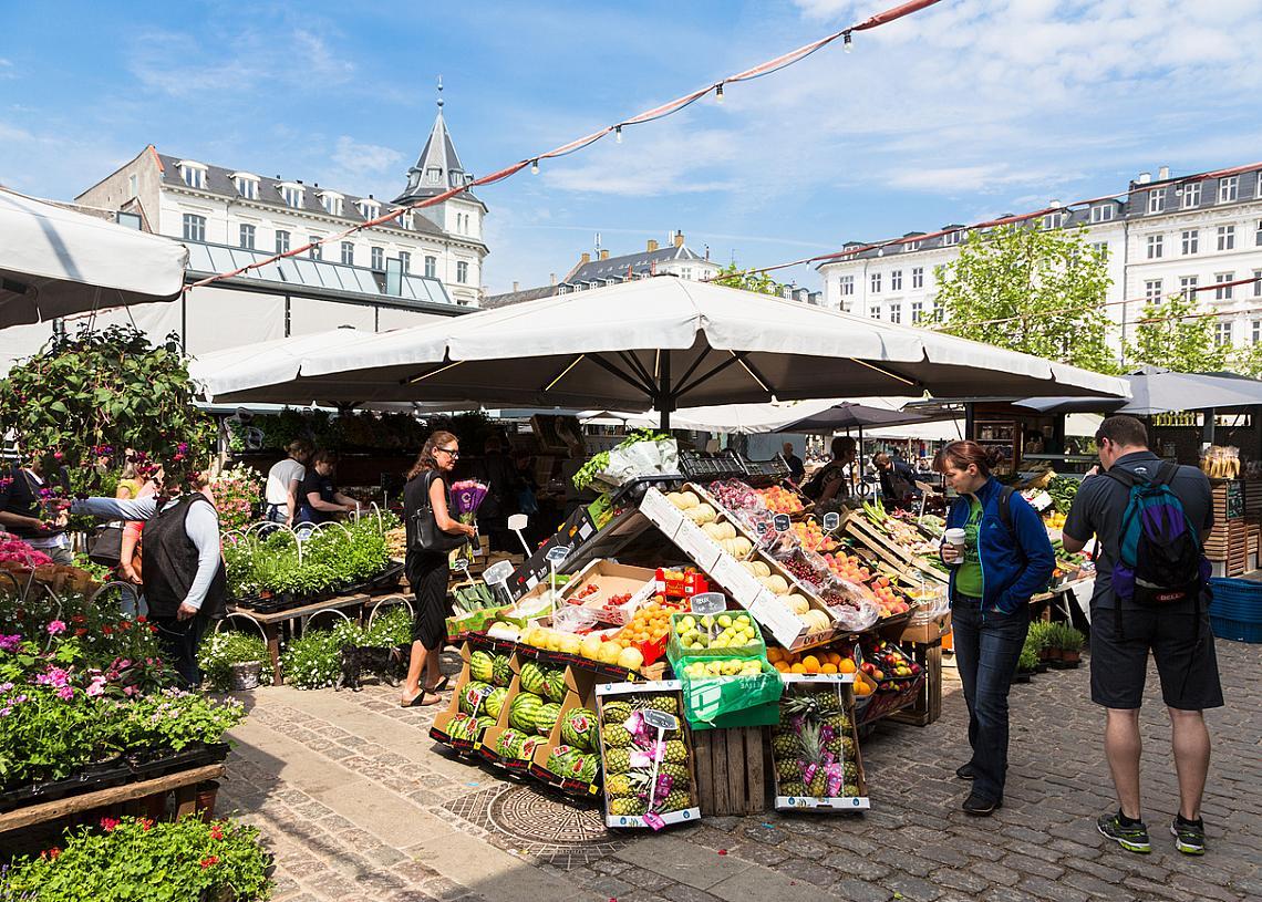Централният пазар в Копенхаген предлага изобилие от био плодове и зеленчуци, които са сред предпочитаните продукти ,присъстващи в дневното меню на всеки датчанин.