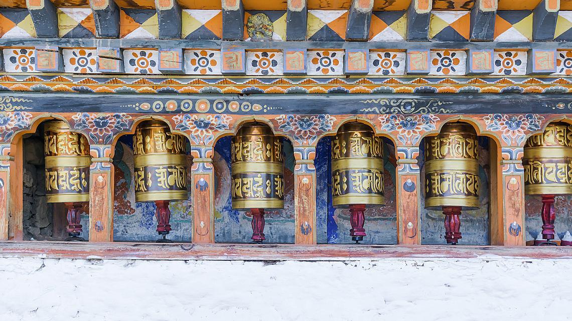 Разгледайте разкошната архитектура с цветни детайли, ръчно изрисувани фасади и уникално красиви пространства с древна история.