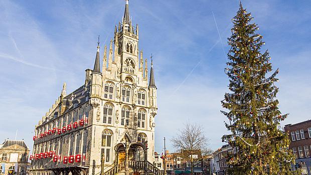 Нощта на свещите в холандското градче Гоуда