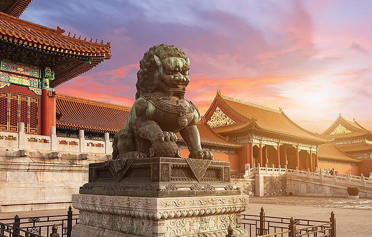 Статуя в Забранения град - укрепен район на китайския императорски дворец, разположен в центъра на Пекин