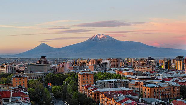 ВАКАНЦИИТЕ НА РЕДАКТОРИТЕ: ЕРЕВАН - розовият град, който никога не спи