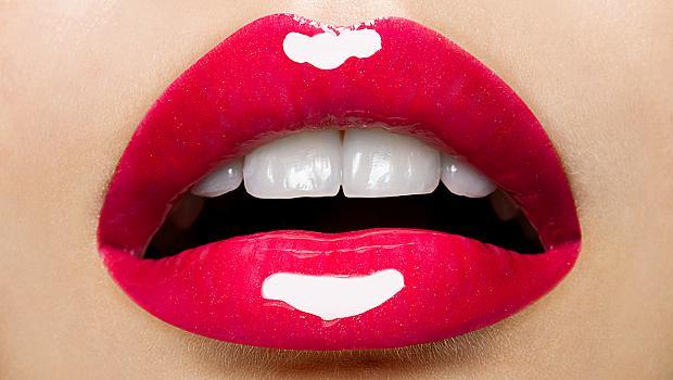 Как да направите устните обемни без филъри