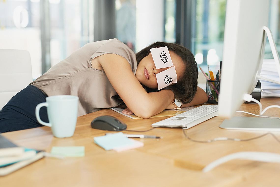 Извънредната работа е вредна за здравето, твърдят британски учени.