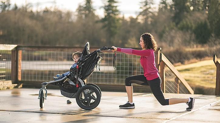 Тренировки с бебешка количка