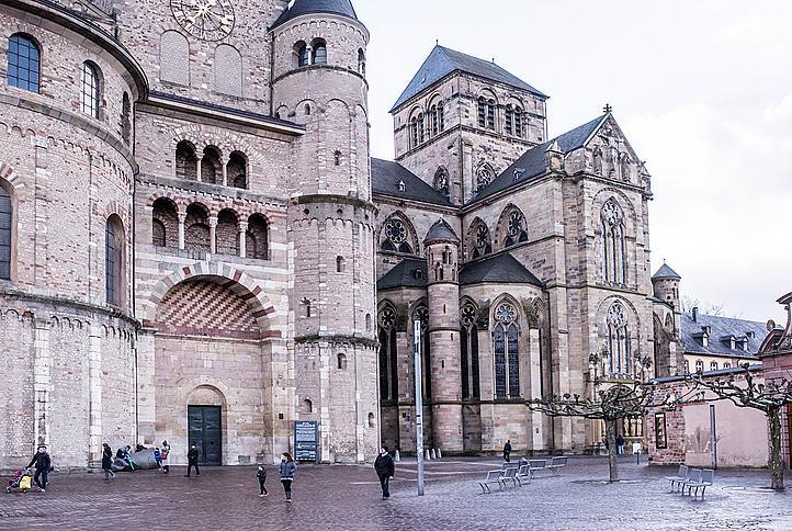 Катедралата Свети Петър в Триер