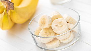 Овлажняване и сияние: бананова маска за лице