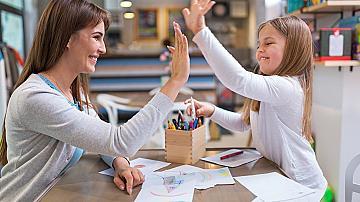 Да хвалим ли децата и как да го правим правилно?