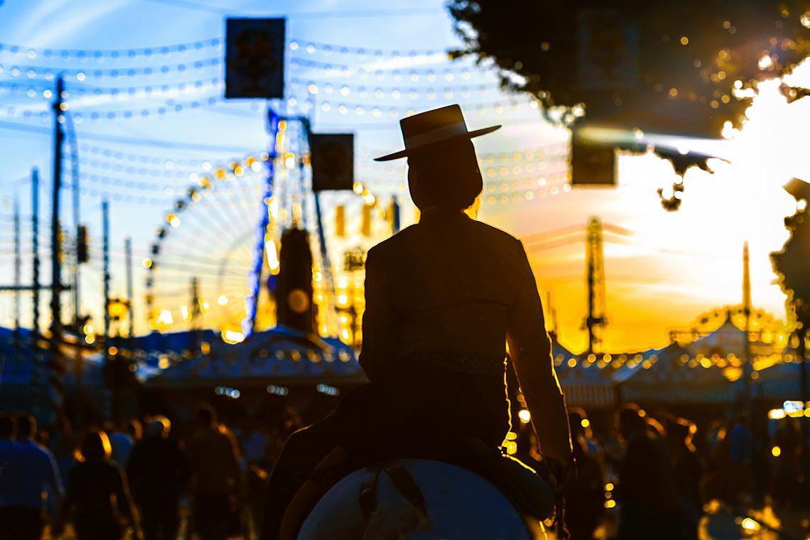 Априлският фестивал в Севиля по залез
