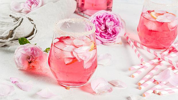 Ароматен коктейл с розе и рози