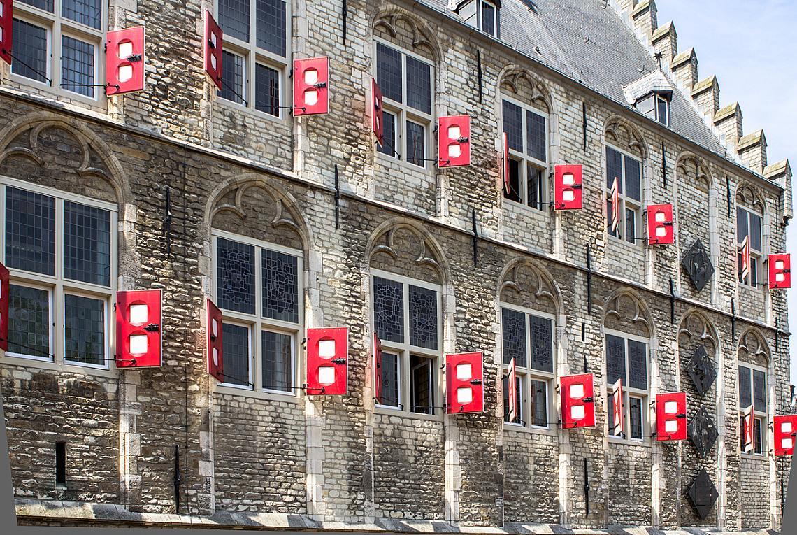 Фасадата на кметството в Гауда.