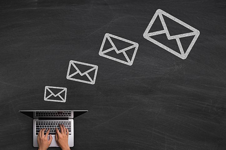 ELLE съвет: Преди да си тръгнете от работа и да сложите край на работната седмица, почистете електронната си поща. Ако нямате време да го направите, подредете писмата си по големина и вижте с кои от тях можете да се разделите. Ако пък използвате Gmail, пробвайте сайта FindBigMail.com, който ще селектира големите мейли, които можете да изтриете.