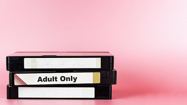 Защо мъжете предпочитат порното пред еротиката?