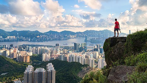 Хонконг - в полите на небостъргачите и високо над тях
