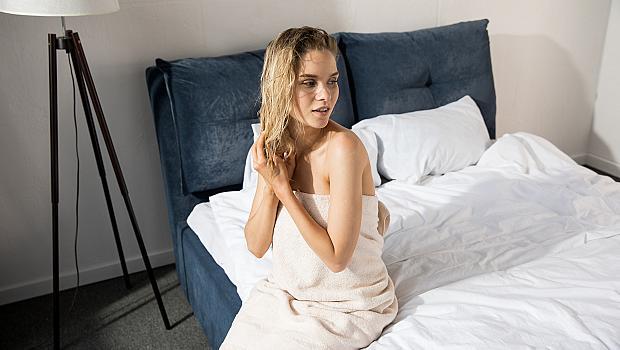 Скрита заплаха: какво ще се случи, ако легнете да спите с мокра коса