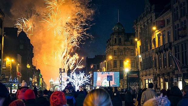 Новогодишното светлинно шоу на Единбург