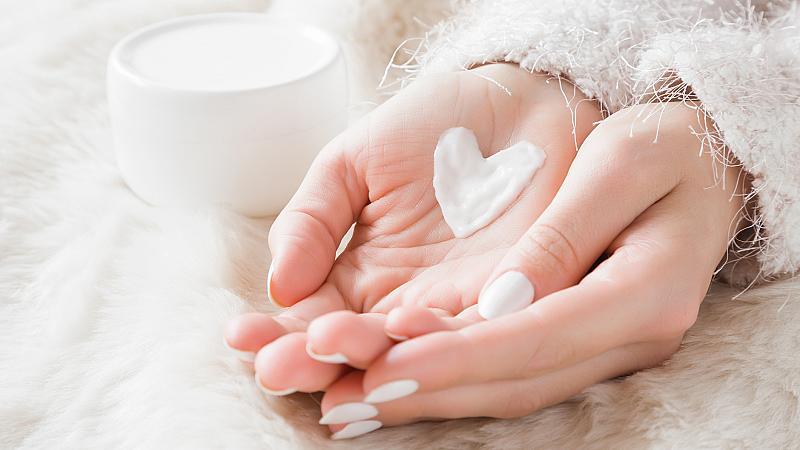 Как да се грижим за кожата на ръцете през зимата?