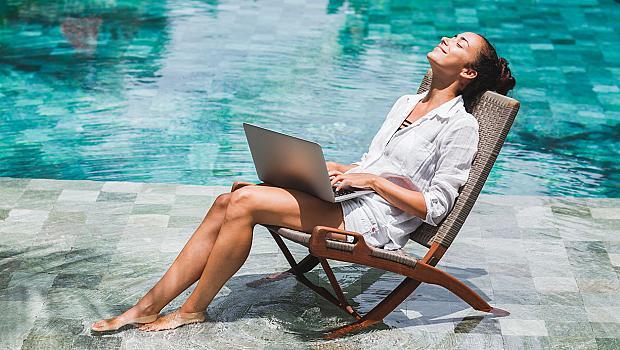 Лятото и офисът: Как да се настроим за работа?