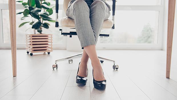 5 упражнения за корем, които можете да правите на стола в офиса