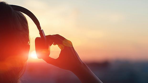 Мило лято, върни ми блясъка в очите, нашепвай ми завладяваща история в ушите!