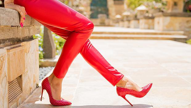 """Как бързо да """"разтъпчете"""" новите обувки"""