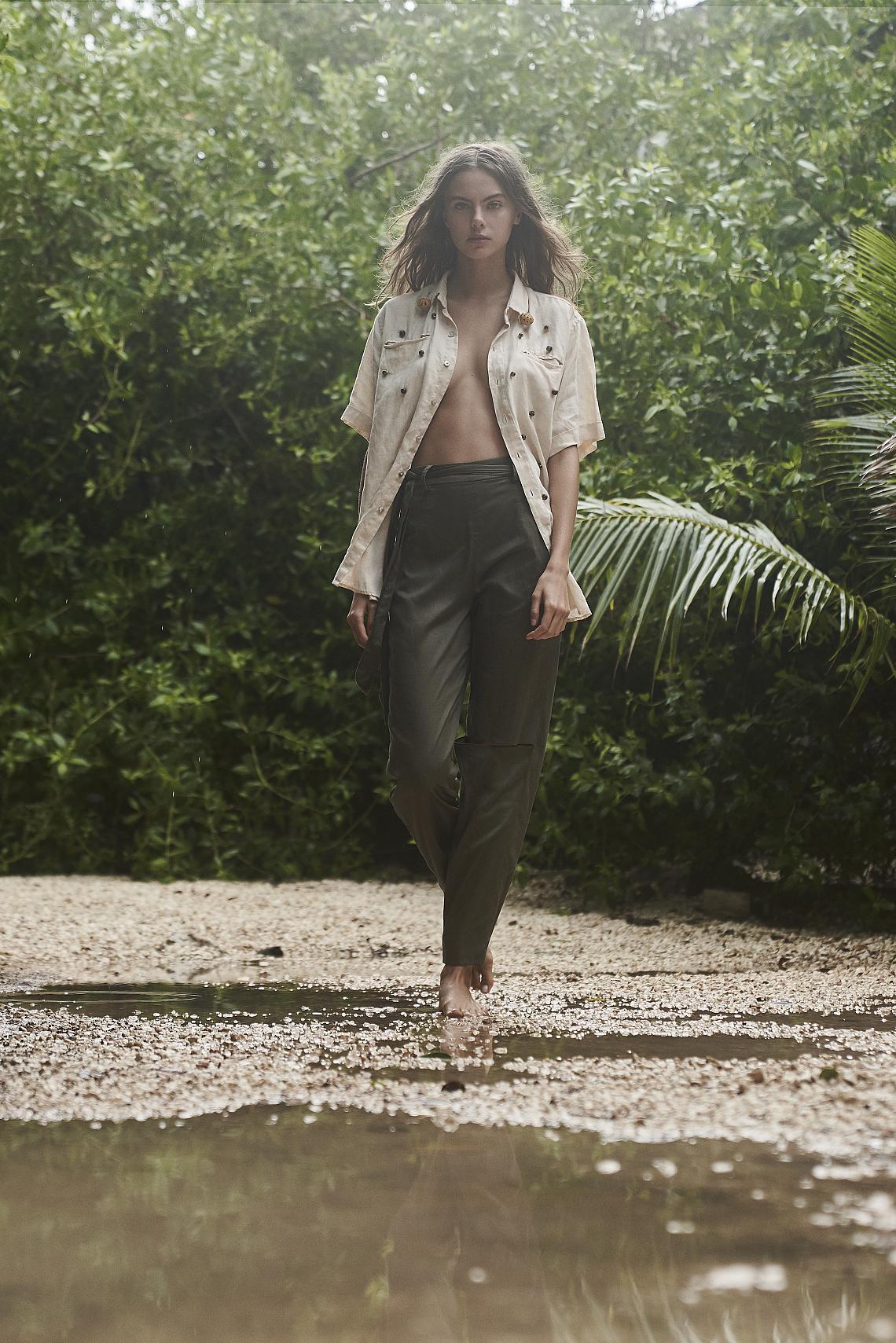 <p>Топ Viuda Ramirez (@viudaramirez), панталони Carmen Llaguno by Rüütel (@ruutelmx)</p><p><br></p><p>Фотографии Rodrigo Palma (@ropalma), модел Kate Demianova (@kate_demianova), коса Kim Garduno using Oribe (@kimgarduno), продукция CuatroArtists (@cuatroartists), локация Casa Xaman Tulum (@casa_xaman)<br></p>