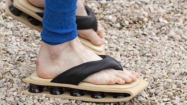 Дизайнерските чехли, които мечтаем да обуем на плажа това лято