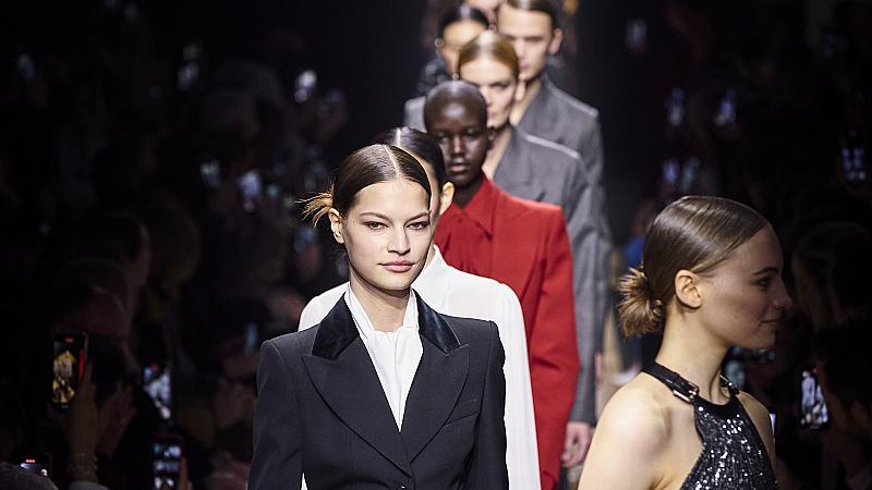 Michael Kors покри модния подиум с необичаен килим