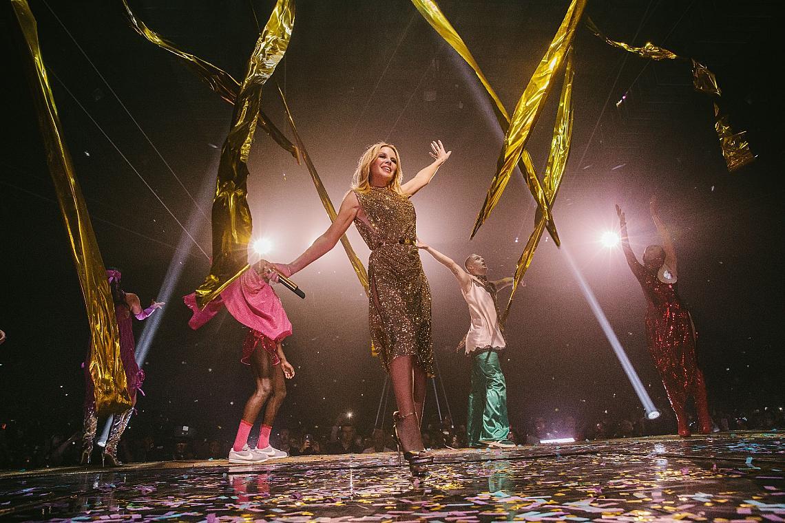 Кайли Миноуг със златната рокля на Kolchagov Barba