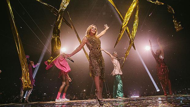 Български дизайнер направи златната рокля за турнето на Кайли Миноуг