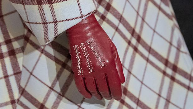 Кожените ръкавици, които ще ни стоплят: 25 дизайнерски модела от подиума